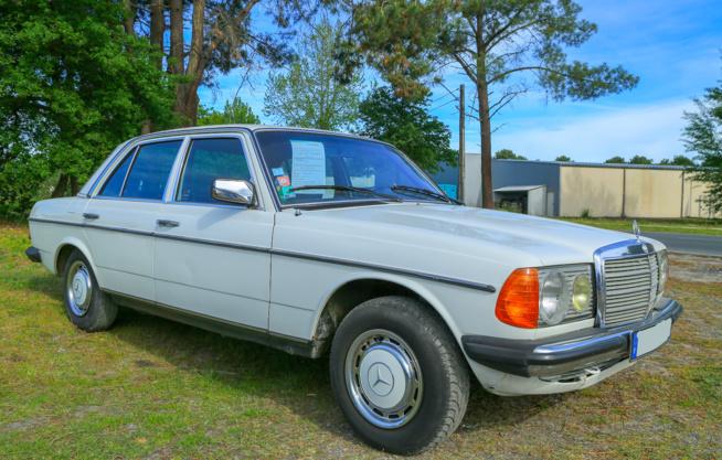 Mercedes 200 D Blanche en parfait état de conservation