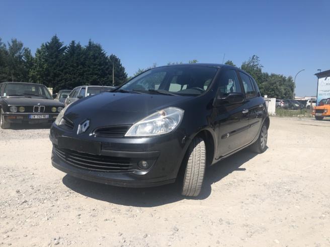 A vendre Renault Clio III diesel (dci)  de 2007 entièrement révisée.