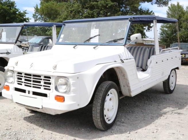 A vendre Citroën Méhari blanche et bleue de 1978