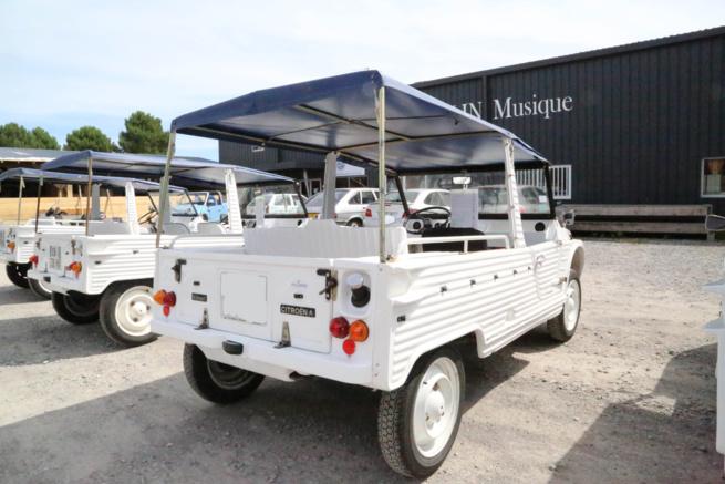 A vendre Citroën Méhari blanche et bleue de 1974