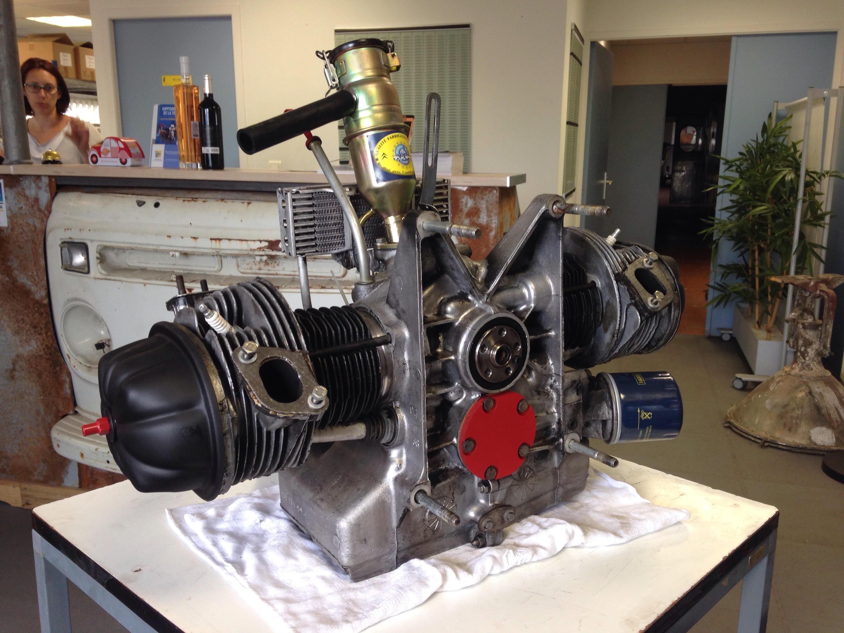 Un moteur de 2 CV réparé et remonté