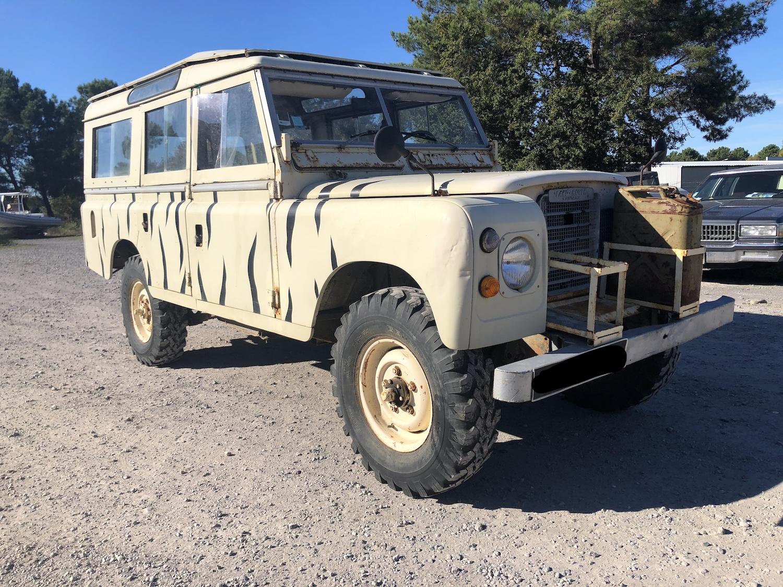 Land Rover 109 baché