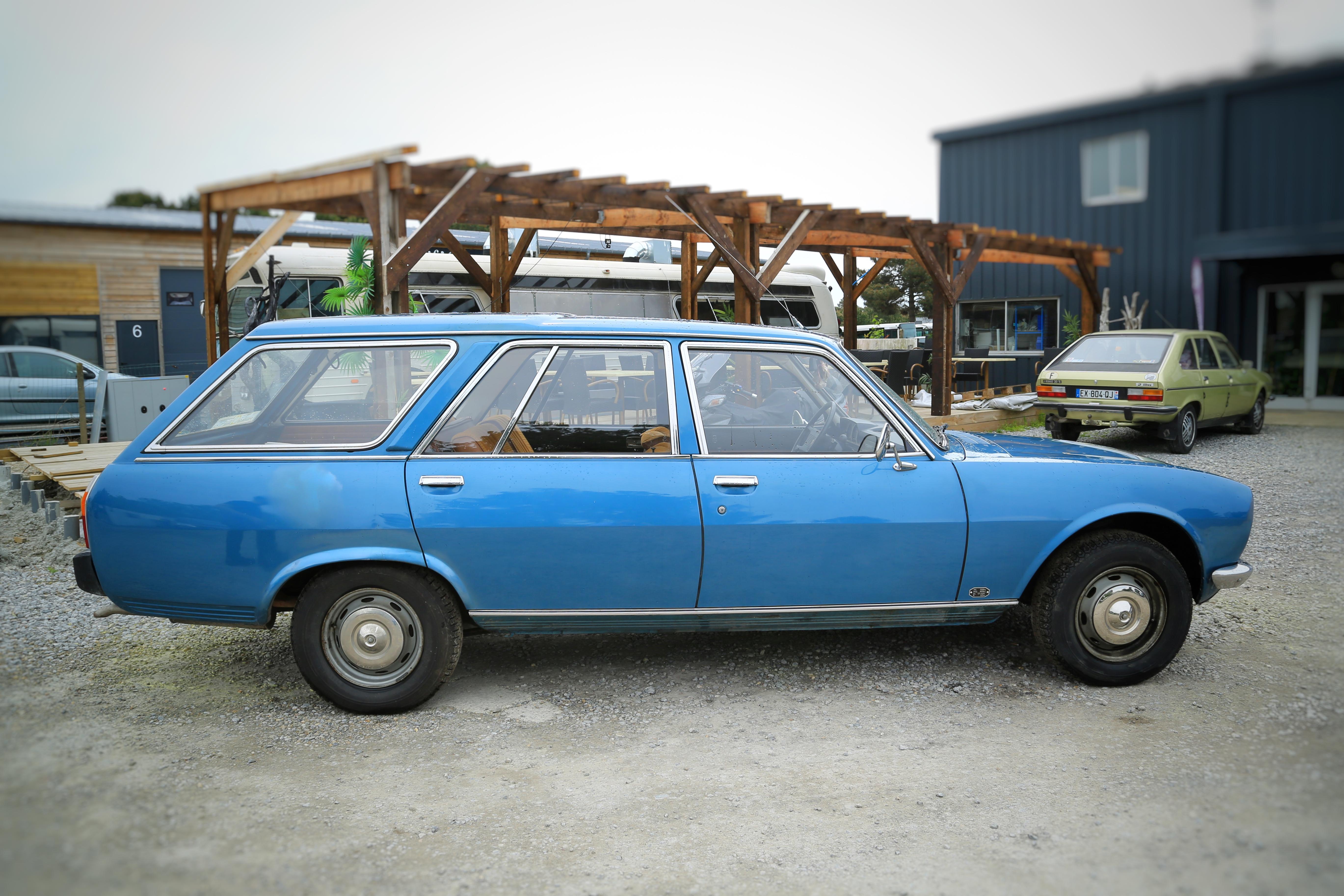 Rare 504 break bleue 7 places de 1976