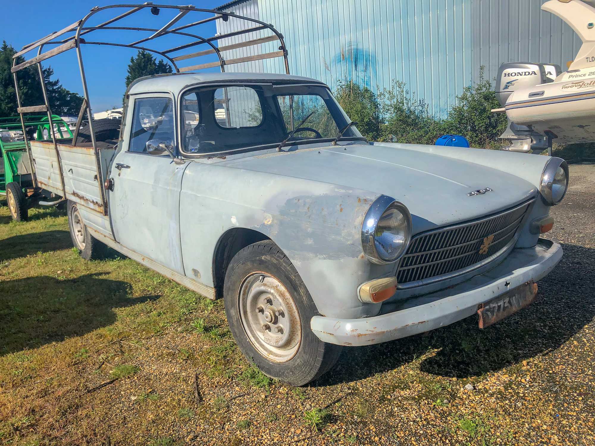 A vendre Peugeot 404 Pick-up (camionnette bâchée)