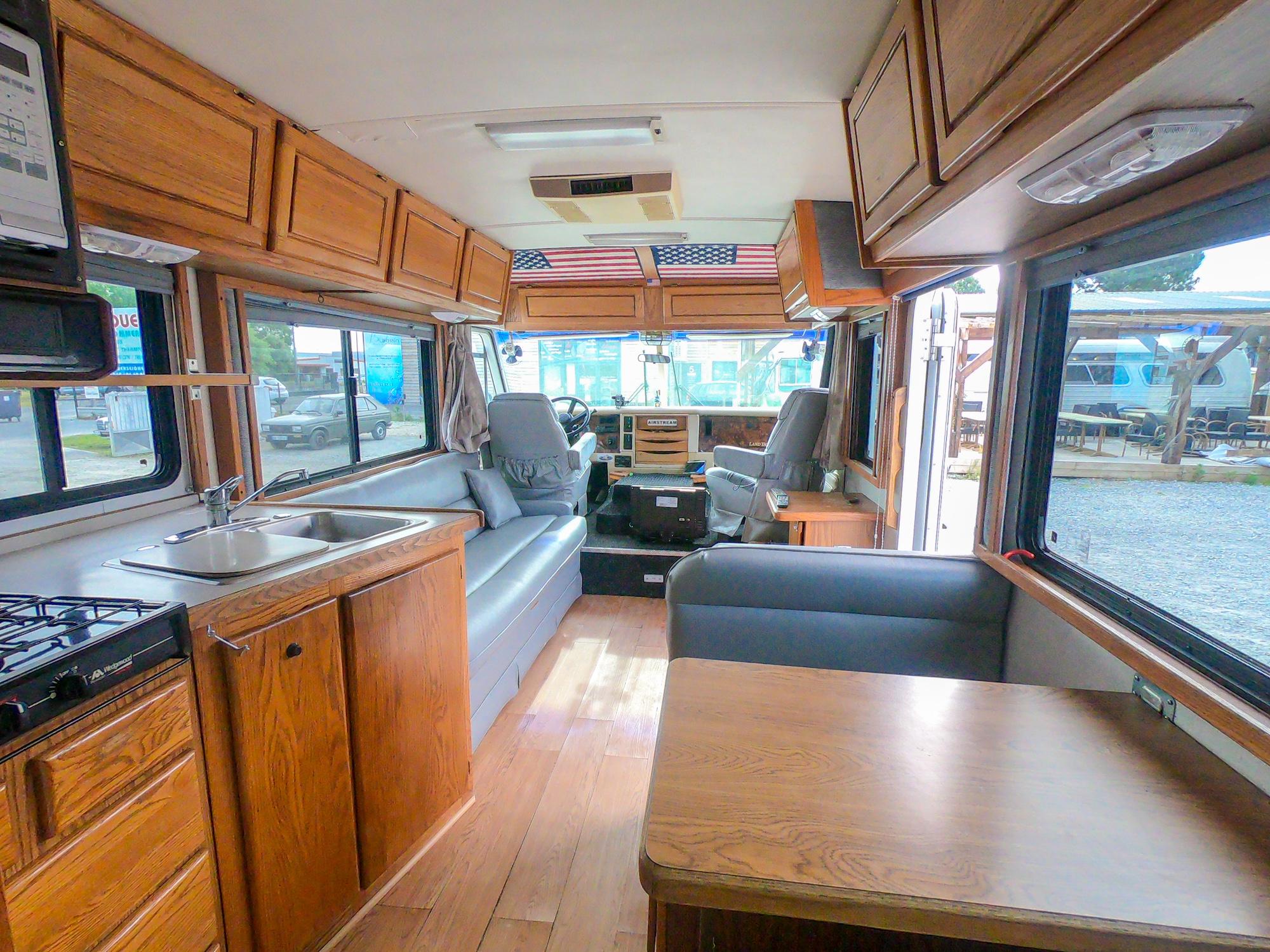 Camping car américain : GMC Chevrolet Airstream Land Yacht LE 30'