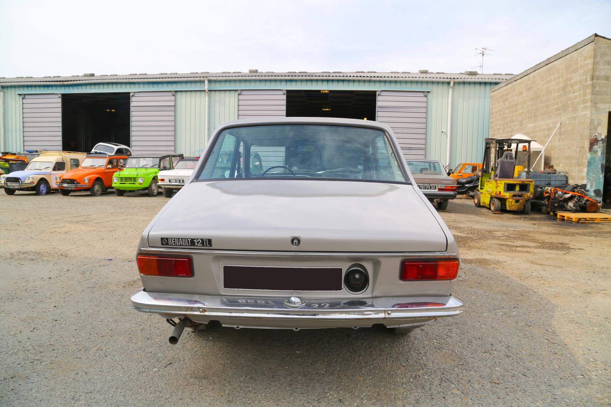 R12 TL berline entièrement rénovée (peinture carrosserie faite)