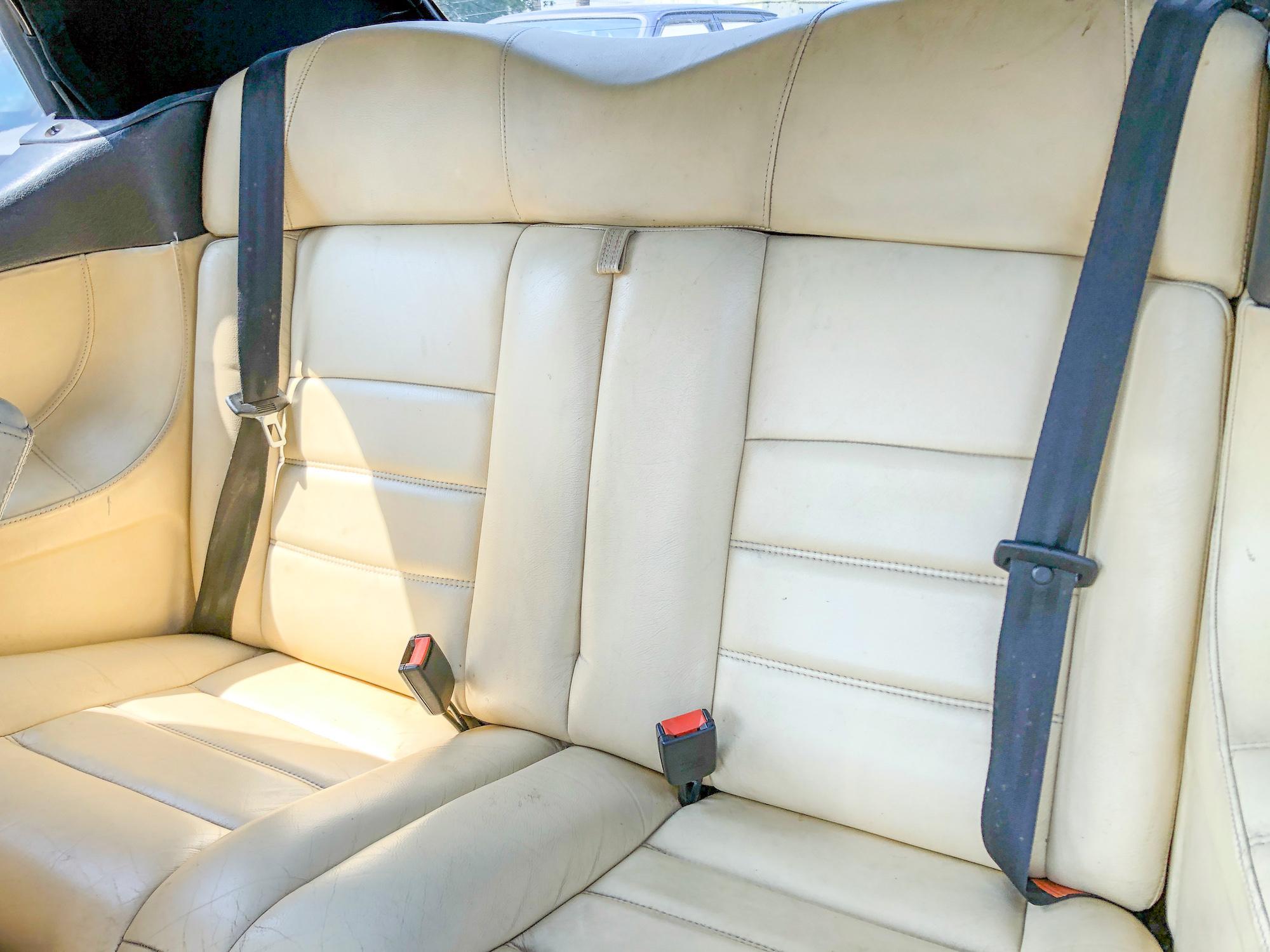 A vendre Volkswagen Golf 3 cabriolet 1996 - intérieur cuir et boite auto