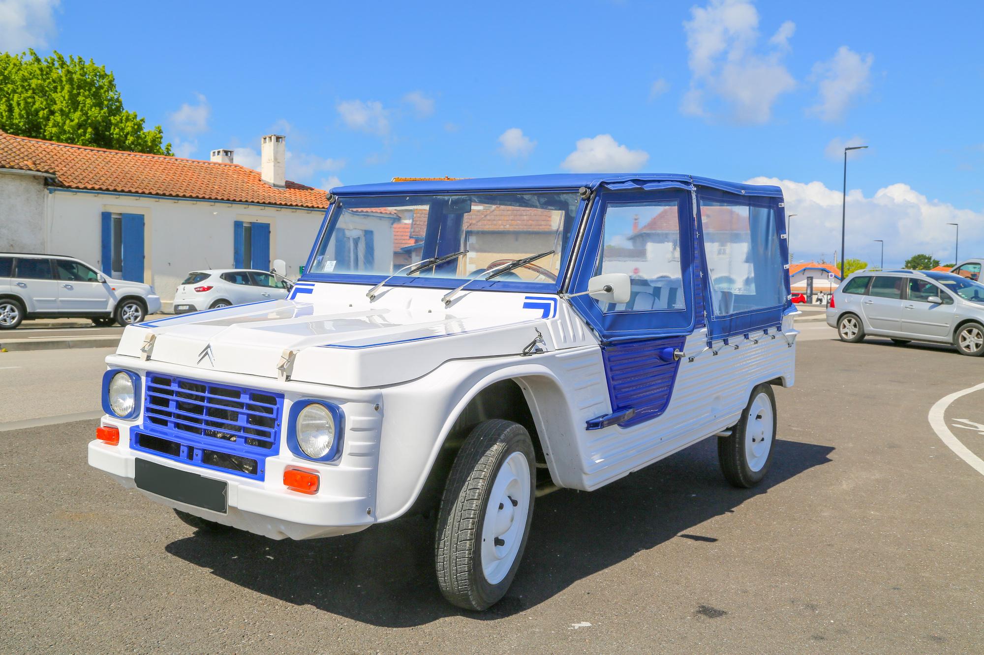 Offrez-vous une Méhari style Azur entièrement restaurée prête à rouler cet été