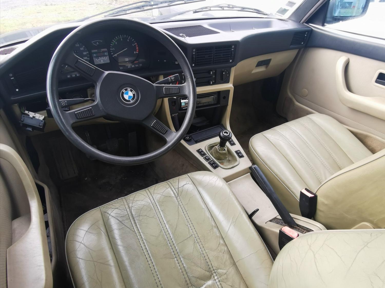 Rare BMW 528i E28 toit ouvrant intérieur cuir à restaurer