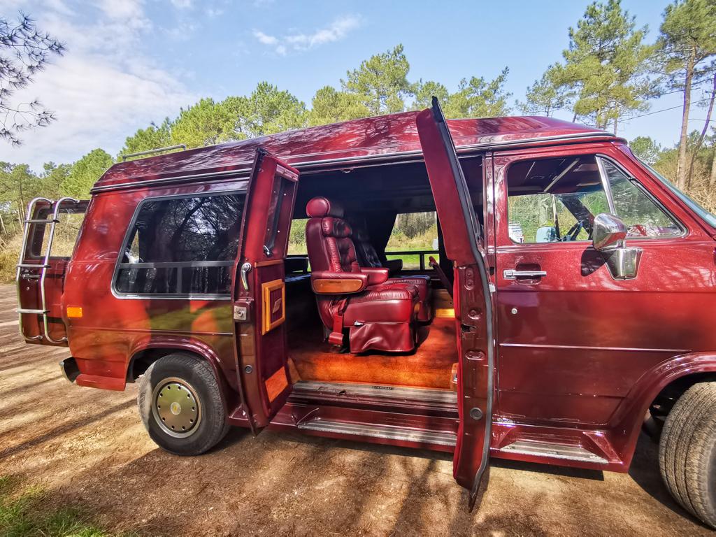 A VENDRE Van Chevrolet G30 6.2l V8 diesel entièrement restauré