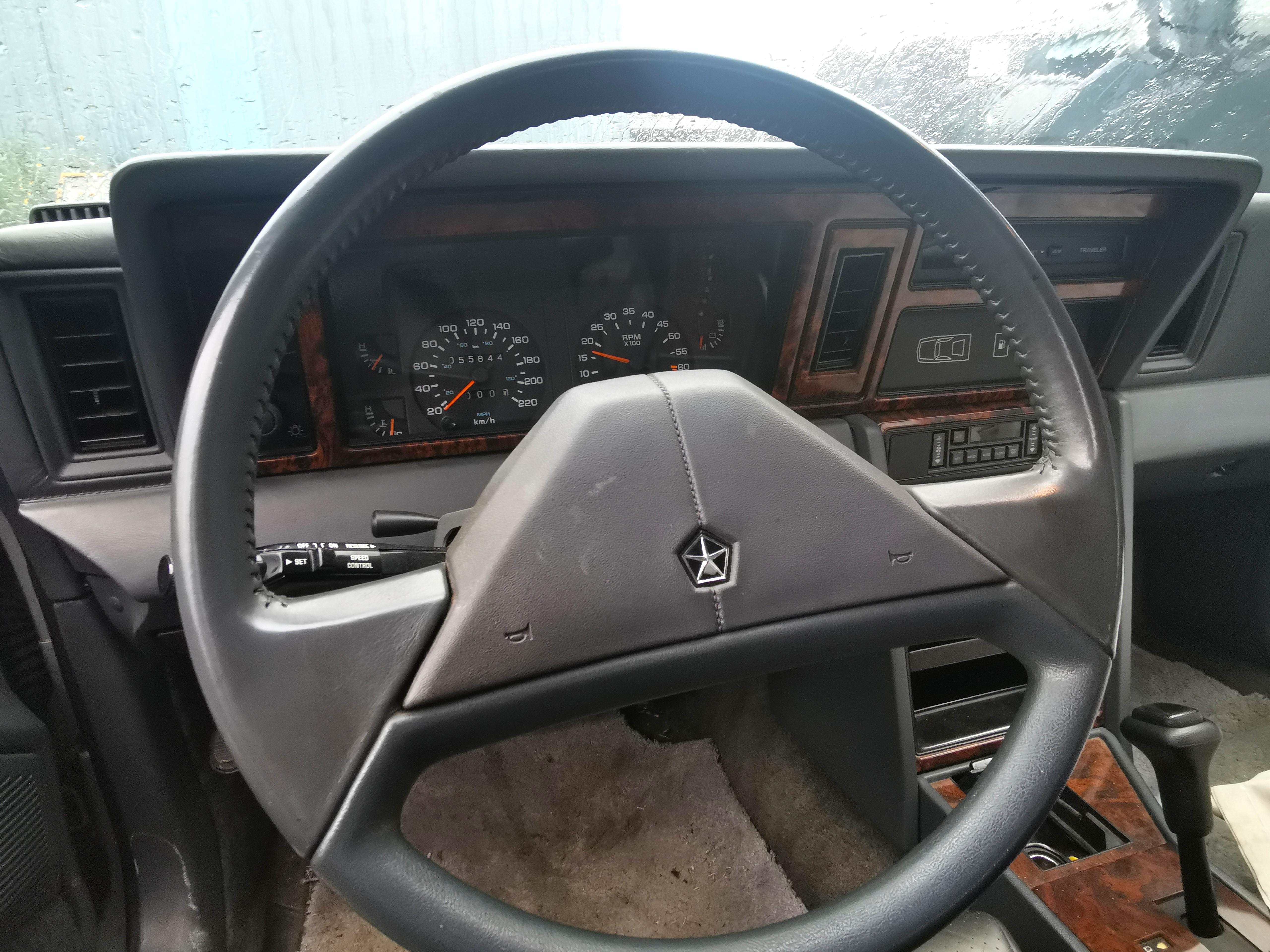 Chrysler Le Baron  cabriolet moteur 2.5 Turbo de 89 - Vivez votre rêve américain en bord de mer
