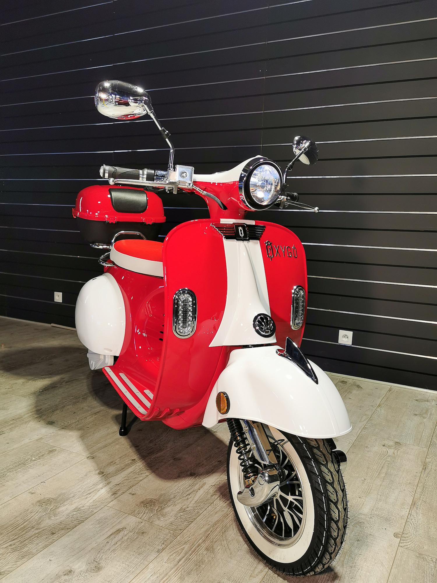Scooter électrique 50 : Tango d' Oxygo rouge et blanc