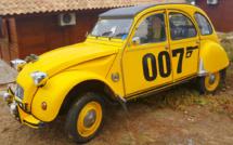 2cv James Bond vue à la mondiale de la 2cv avec set d'autocollant