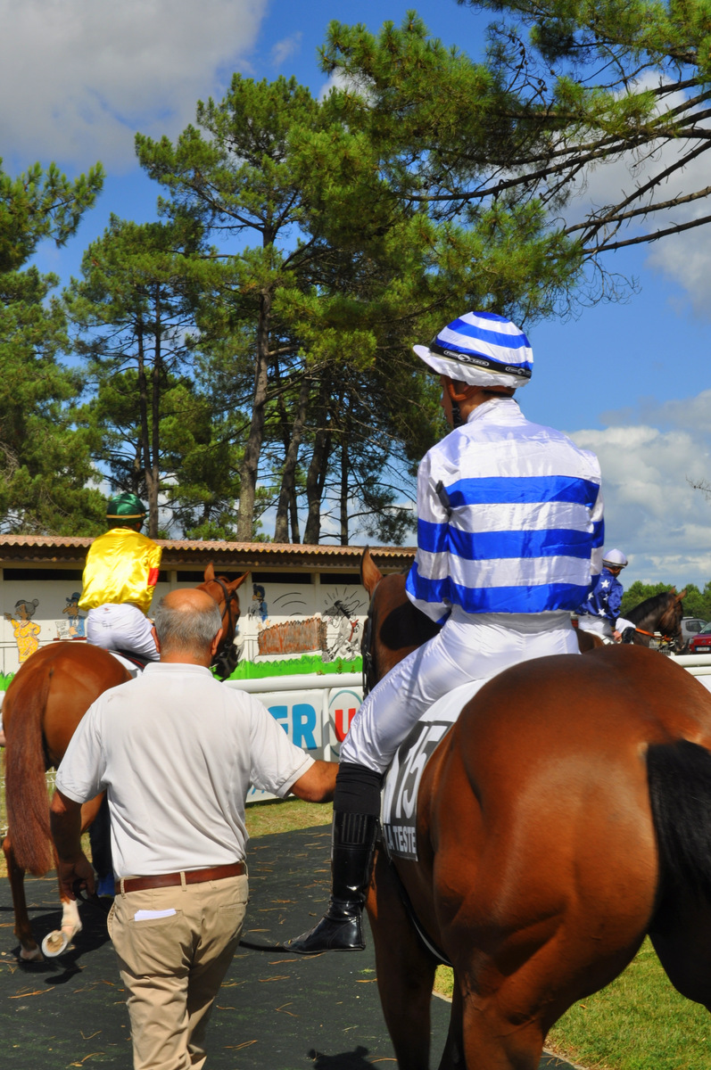 presentation-jockey-chevaux-hippodrome-la-teste