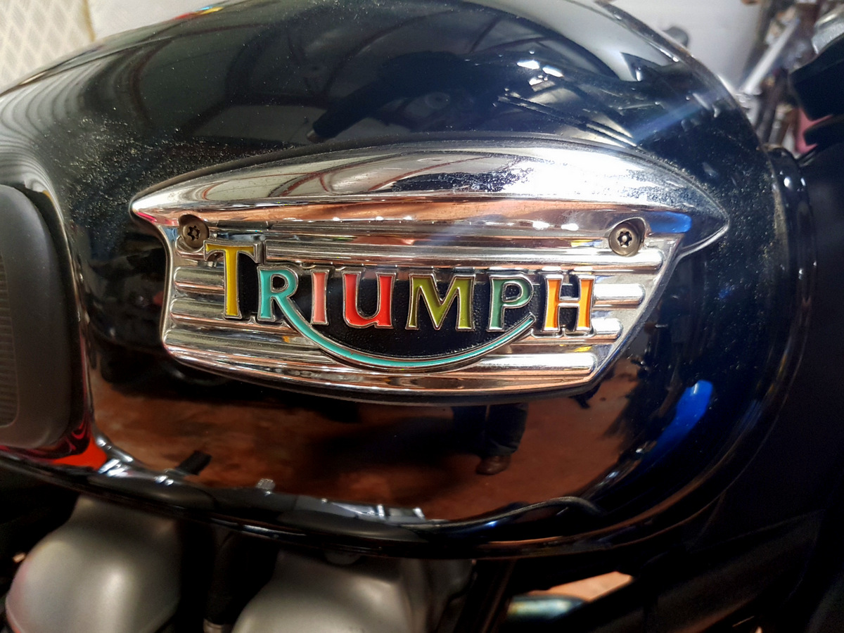 Triumph bonneville paul smith moto triumph paul smith galerie garage automobile la teste - Garage volkswagen la teste de buch ...